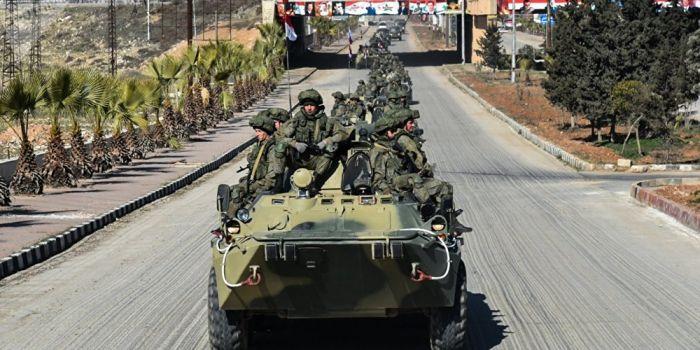 (Video) Siria. Gli USA sostengono di aver fatto fuoco sui civili per autodifesa. Intanto, l'intervento delle pattuglie russe ha evitato guai peggiori