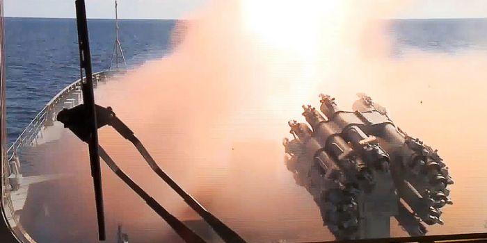Putin: Navi russe in servizio permanente nel Mediterraneo per difendere la Siria dal terrorismo