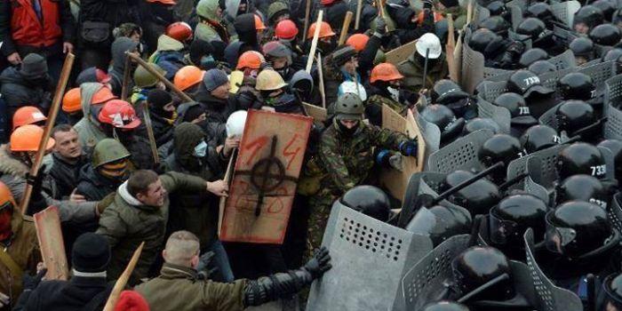 L'occidente sta sostenendo un golpe neonazista in Ucraina