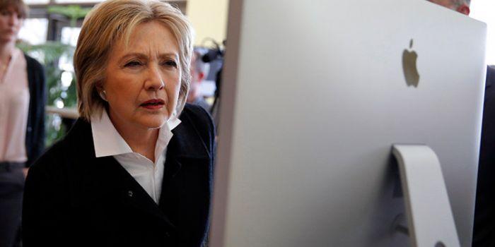 Assange: dalle e-mail trapelate è chiaro come Hillary abbia ordinato di armare i terroristi in Siria