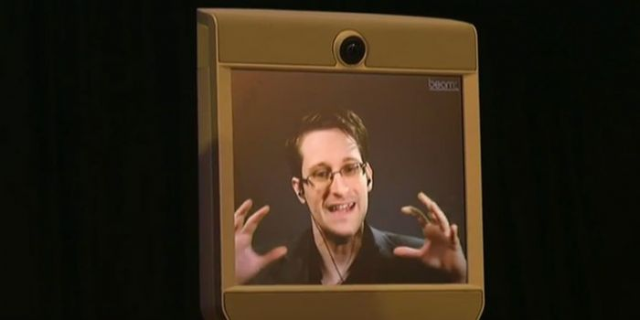 Snowden: Ecco perché non bisogna fidarsi di Facebook