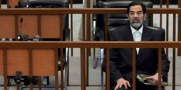 Che muoiano gli Stati Uniti. Rivelate le ultime parole di Saddam prima della morte
