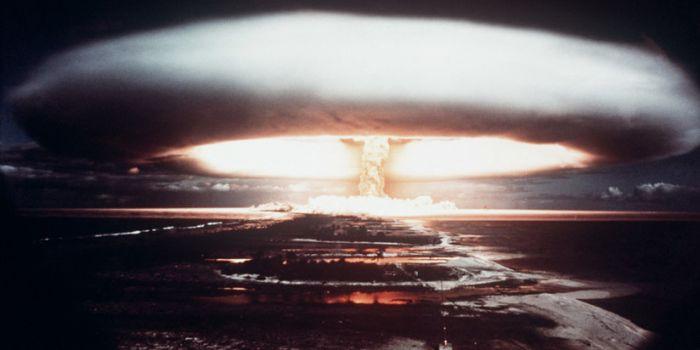 Crimini contro l'umanità: La Francia denunciata per 193 test nucleari nella Polinesia francese