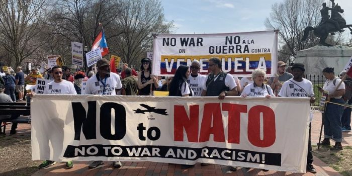 FOTO-VIDEO. Washington: Centinaia di manifestanti contro la NATO e le interferenze USA in Venezuela