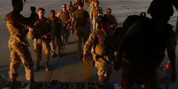 (Video) Ecco come gli USA consegnano in segreto armi all'Arabia Saudita per proseguire la guerra contro lo Yemen