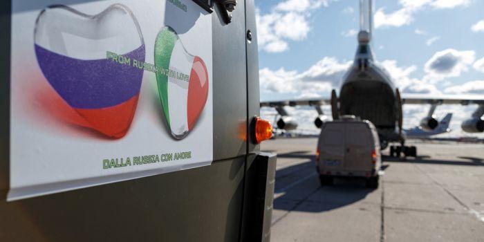 La Russia invia il suo decimo piano militare per aiutare l'Italia a fronteggiare il Covid-19
