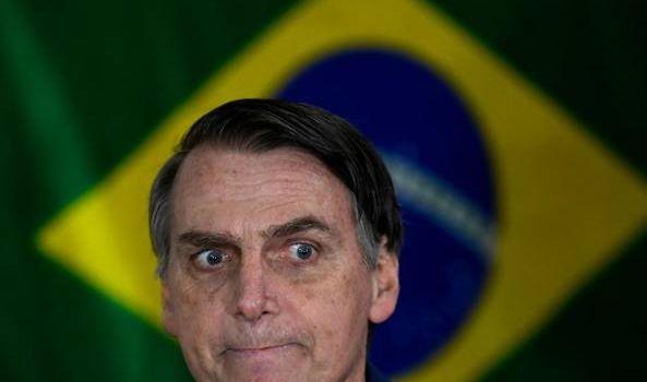 Fake news, milioni di sms e il ruolo delle chiese evangeliche dietro il 46% di Bolsonaro in Brasile