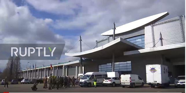 (Video) Bergamo. Gli esperti russi preparano ospedale da campo con 142 posti letto per curare gli ammalati da Covid-19