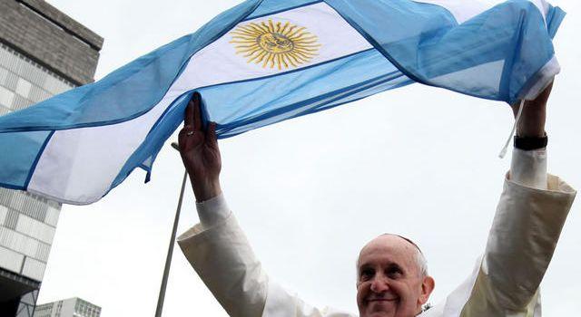 Papa Francesco agli argentini: «Camminiamo verso la Patria Grande, quella che sognarono San Martín e Bolívar»