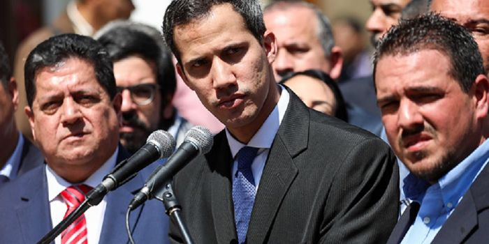 La Corte dei Conti del Venezuela inabilita il golpista Guaidó