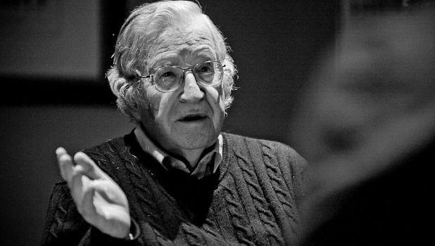 Non ha più importanza chi detiene il potere politico, tanto non sono più loro a decidere. Noam Chomsky