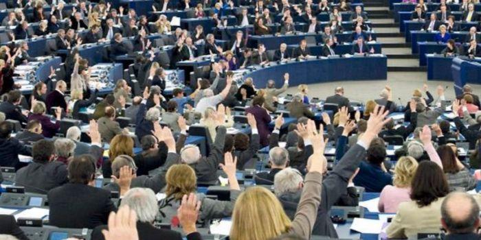 Vergogna al Parlamento europeo. PD e Lega uniti contro la verità storica