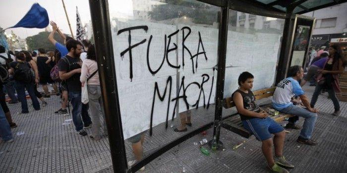 Macri e la nuova Argentina: licenziamenti di massa e miliardi di dollari in armi Usa.
