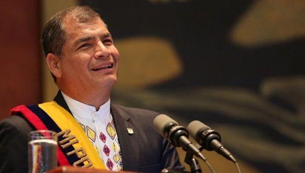 Petrolio a 200$: questa la previsione di Rafael Correa