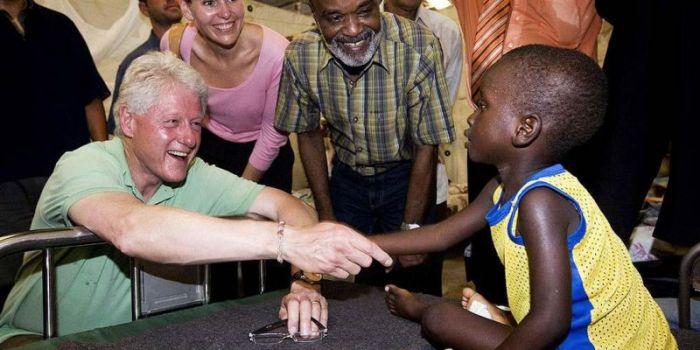 L'industria dell'aiuto umanitario: corruzione, neoliberismo e truffa