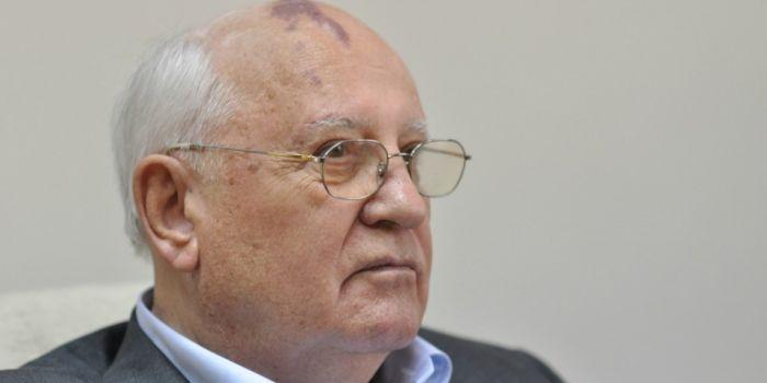 C'è il rischio che la guerra fredda in corso si trasformi in un conflitto reale. Gorbachev