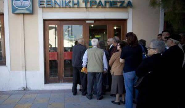 La corsa agli sportelli in Grecia � iniziata: due banche greche sistemiche hanno chiesto l'accesso all' Emergency Liquidity Assistance