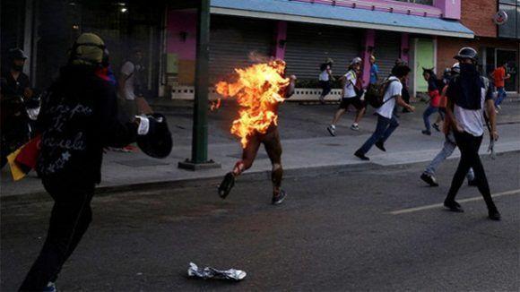 Ma Amnesty International quando condannerà chi brucia vivi i chavisti e il fascismo in Venezuela