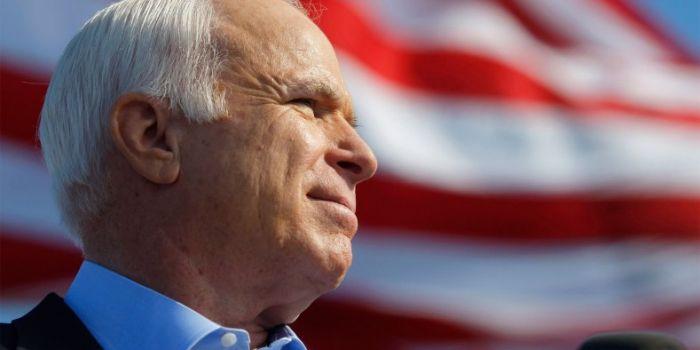 John McCain: i deputati Gentiloni e Marattin e l'organo di informazione del PD commossi per la morte di uno dei maggiori artefici delle guerre imperialistiche degli ultimi decenni