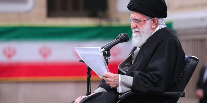 Il leader supremo iraniano afferma che l'evidenza suggerisce che l'epidemia di coronavirus è un attacco biologico