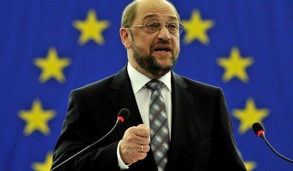 Le istituzioni europee hanno il diritto di influenzare il voto in Grecia. Martin Schulz