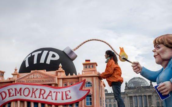Giornalista The Independent: Non pensavo che il TTIP potesse far pi� paura di cos�, ma poi ho parlato con Cecilia Malmstr�m