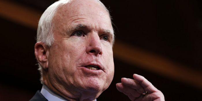 McCain senza vergogna. Gli Usa decideranno se e quando l'UE potr� abolire le sanzioni contro la Russia