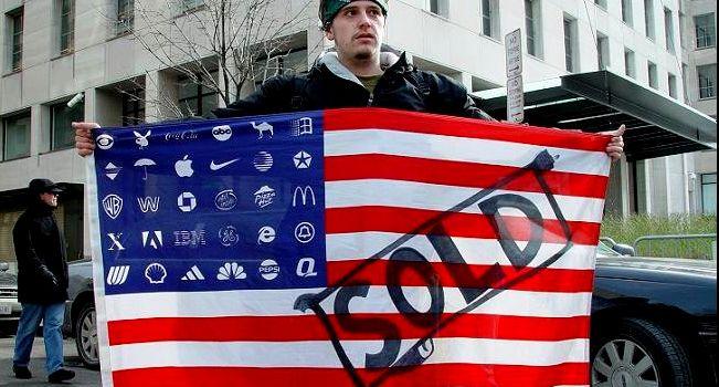 I politici in California potrebbero per legge dover indossare i loghi delle multinazionali che li finanziano