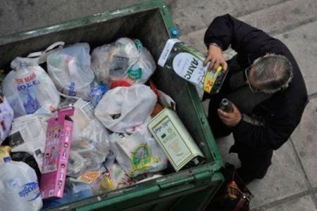 Povertà materiale Ue: cresce nei paesi nell'euro, diminuisce negli altri